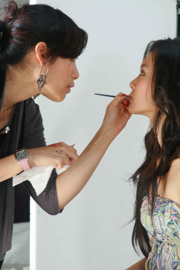 how to become a successful freelance makeup artist
