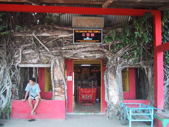 タンジュンピナン郊外古い寺院
