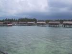 トリコラビーチの水上コテージ