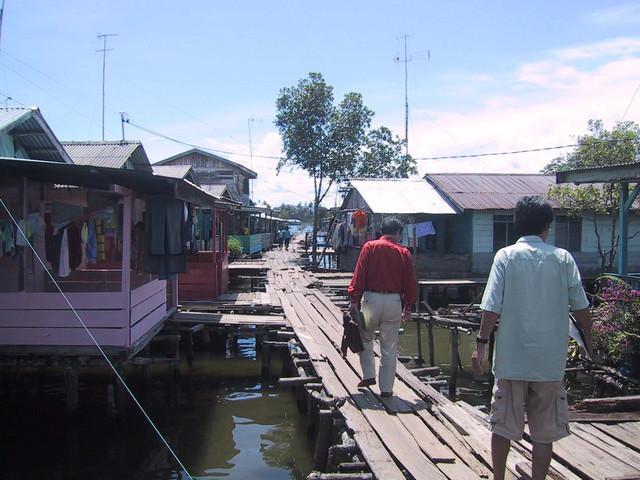 カワルの漁民達の住居