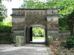 フォートカニングパークにある古い門